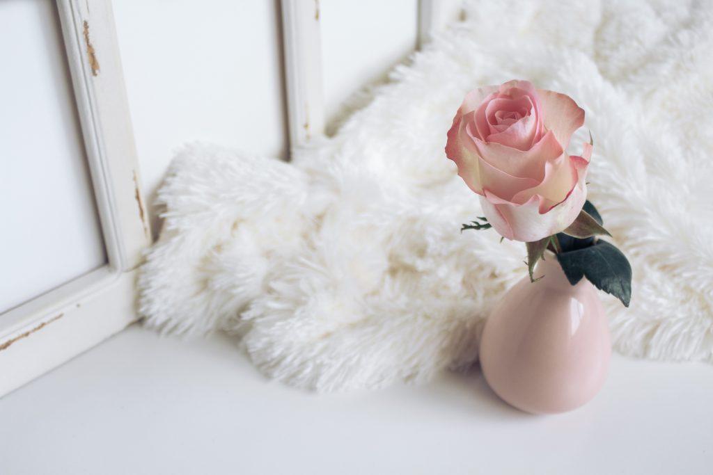 綺麗な花が挿してある花瓶